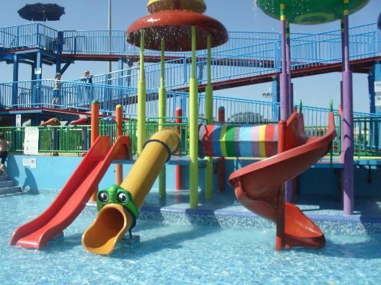 Holiday Village Algarve Balaia: Main slides on splash park