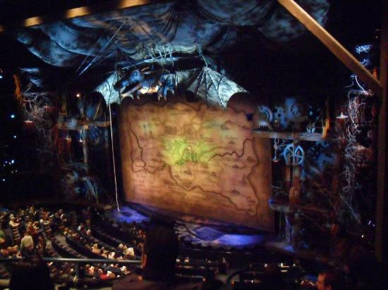 Wicked: The set at the beginning!