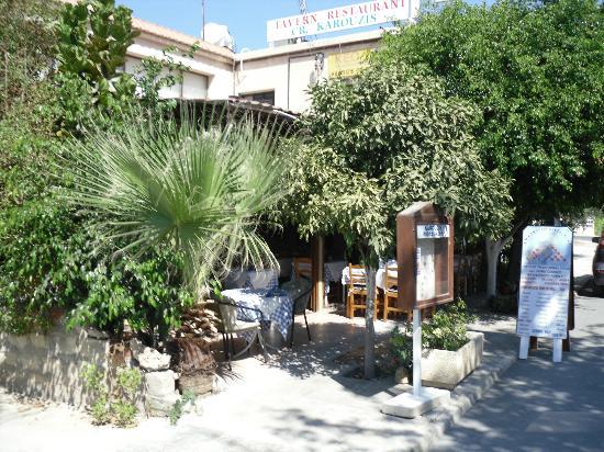 Christos Karouzis Restaurant : Polis`s little secret taverna , Yamas & efharisto