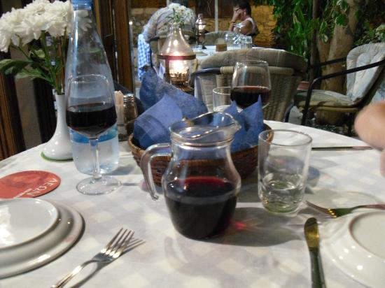 Christos Karouzis Restaurant : Fodd and drink at it`s best with 1st class service