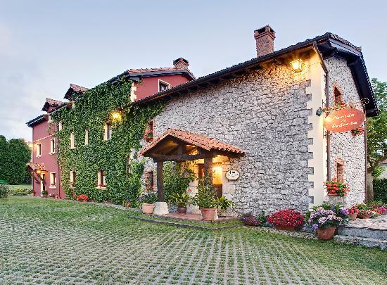 Posada De Pedrena: fachada de la casa