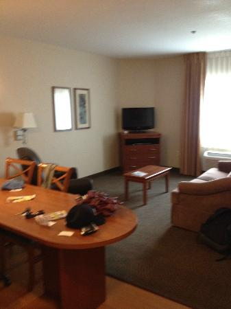 Candlewood Suites - Portland Airport: Living Room