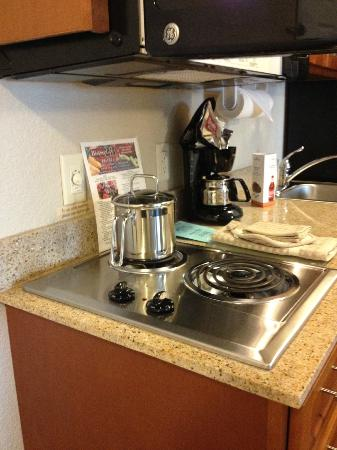Candlewood Suites - Portland Airport: Stove