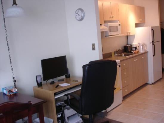 The Business Inn & Suites: Our Studio Suite - The PC, printer and full kitchen