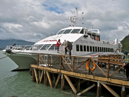 Agunsa Patagonia: Boat docked at the Serrano Glacier