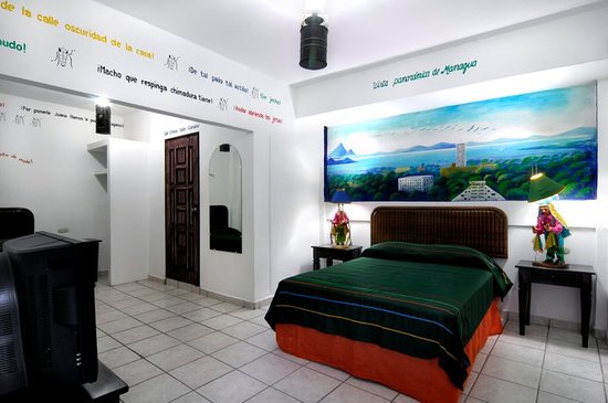 Hotel El Gueguense: room dedicated to the city of Managua