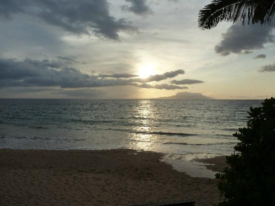 Wailea Ekahi Village: The beach at sunset