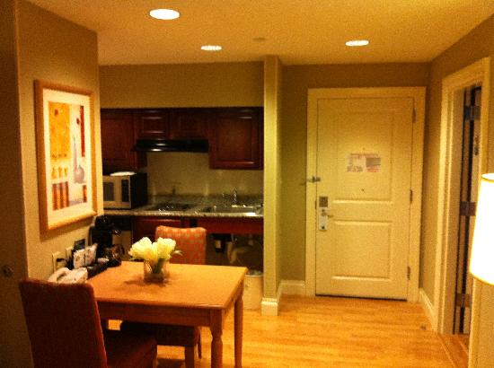 Homewood Suites by Hilton Palm Beach Gardens: Kitchen/dining area