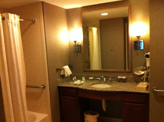Homewood Suites by Hilton Palm Beach Gardens: Bathroom