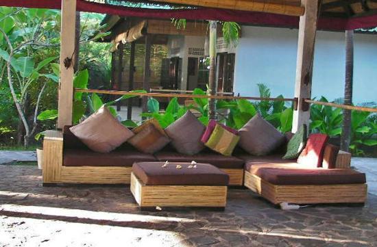 Cili Emas Oceanside Resort: -