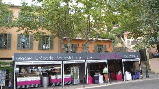 Hostellerie du Cigalou: L'Hostellerie vista dalla piazza.