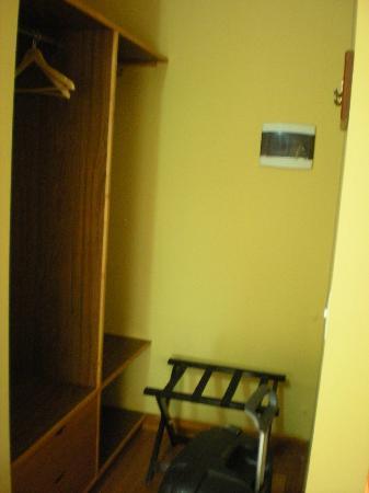 Hosteria El Coirón: closet