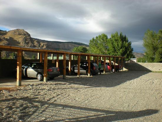 Hosteria El Coiron: estacionamiento