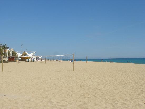 Hotel Volga: Calella beach