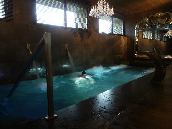 Castillo Gorraiz Hotel Golf & Spa: Piscina del circuito spa