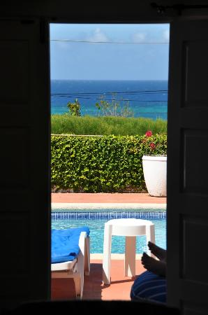 Duncans, Giamaica: View from the living room to pool and ocean beyond