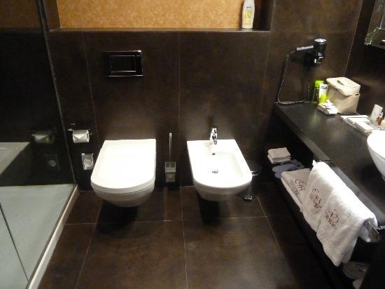 Castillo Gorraiz Hotel Golf & Spa: Baño completo