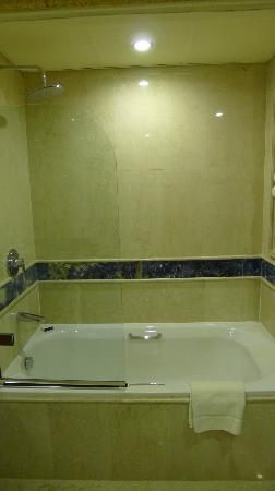 InterContinental Dar Al Tawhid : Bath Tub