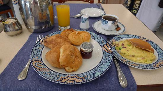 InterContinental Dar Al Tawhid: Breakfast (nothing from hot buffet)
