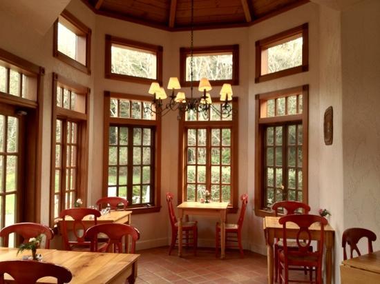 Arch Cape Inn & Retreat: beautiful dining room
