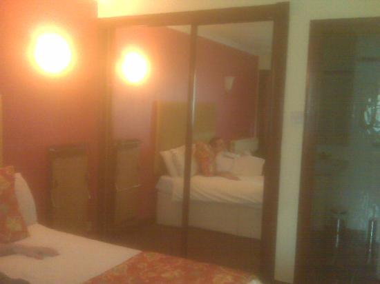 Castlecary House Hotel: bedroom