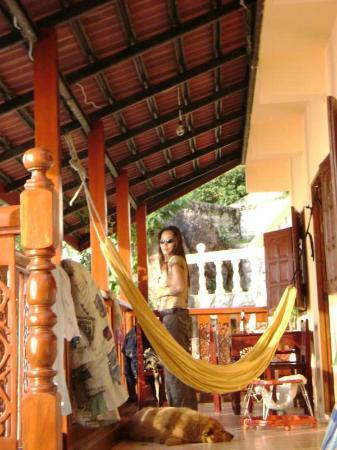 Serenity Residence: Grand balcon en plein soleil couchant
