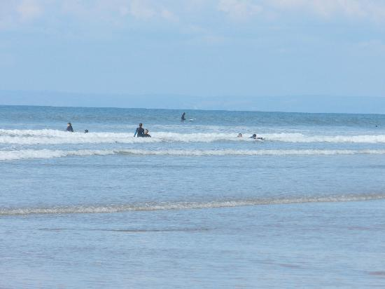 Gower Peninsula: Surfers at Rossili