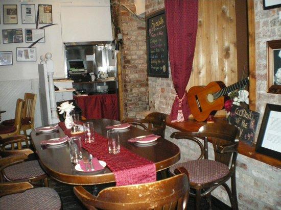 L Atmosphere Restaurant: Inside