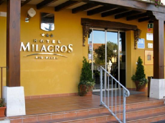 Hotel Milagros Rio Riaza: Entrada principal