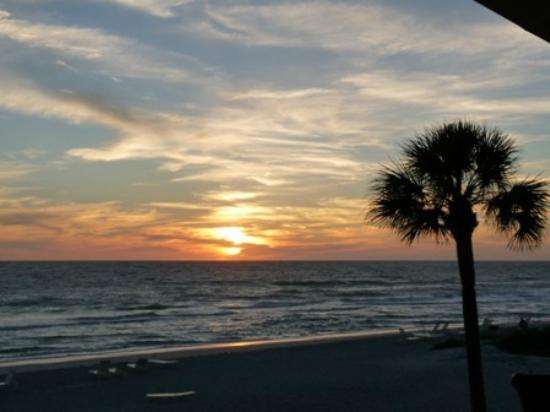SeaHorse Beach Resort: Nice Sunset