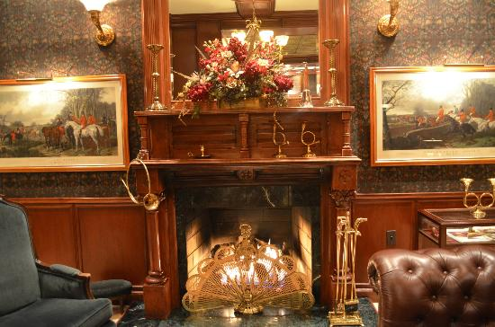 The Talbott Hotel: Lobby Fireplace