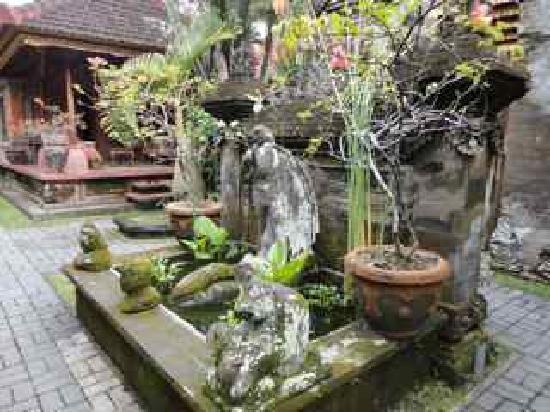 Puri Saren Agung: Beautiful grounds