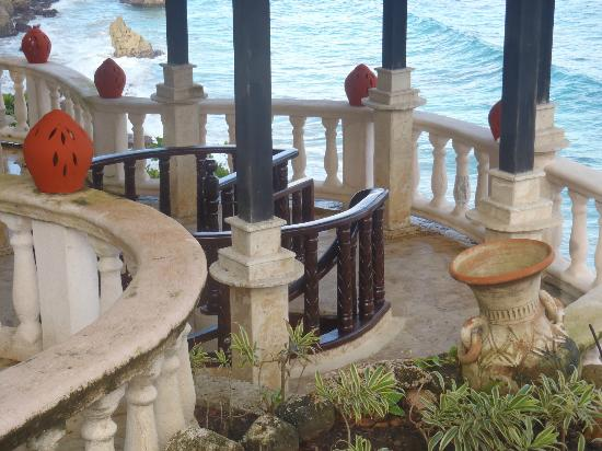 The Palace at Playa Grande : The spiral staircase that leads to the private beach.