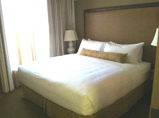 Gainey Suites Hotel: king bed