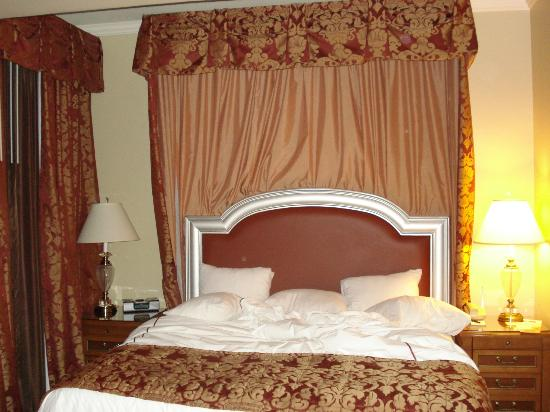 Warwick Melrose - Dallas: Luxurious Bed