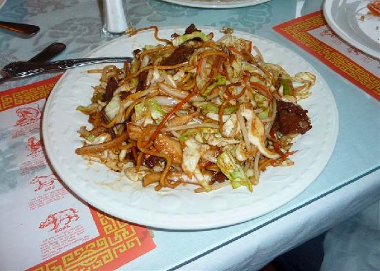 China Dragon: Beef Chow Mein