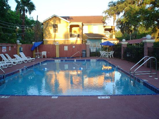Howard Johnson Inn - Historic ST. Augustine FL: nice pool I had to myself at dusk time