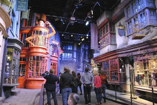 ‪Warner Bros. Studio Tour London - The Making of Harry Potter‬