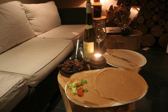 Injera : In der Loung kann man wunderbar entspannen und mit Freunden den Tag ausklingen lassen.