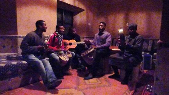 Auberge La Terrasse des Delices: berber musicians