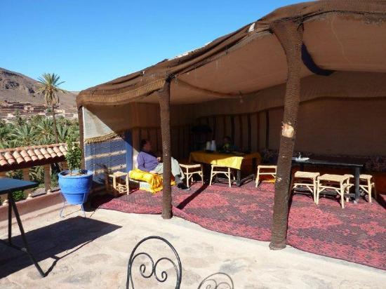 Auberge La Terrasse des Delices: berber tent on terrace