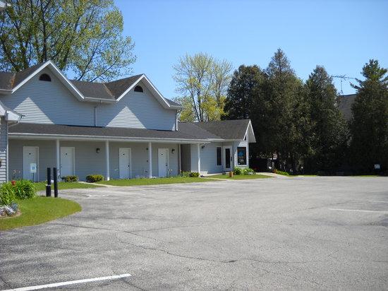 Square Rigger Lodge: Motel front