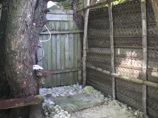 Matriki Beach Huts: Outdoor shower