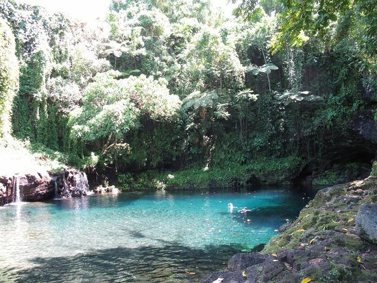 Savai'i, Ilhas Samoa: Crystal clear deep Afu Aau swimming hole