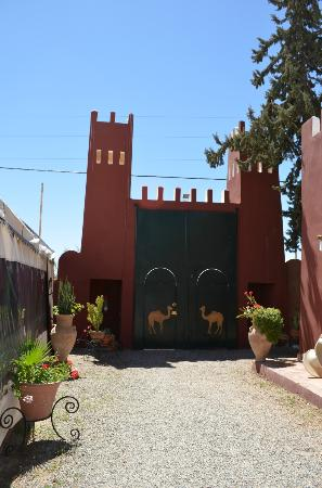 Riad Hotel l'Arganier d'Or: Front door, secure grounds