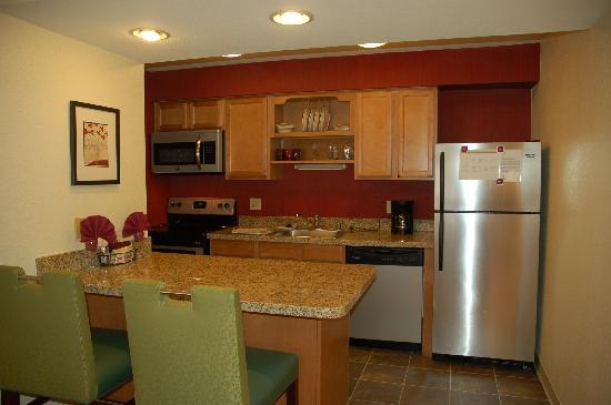 Residence Inn San Francisco Airport/San Mateo: Studio Suite Kitchen