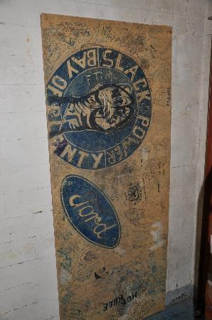 Napier Prison Tours : Original board with gang graffiti