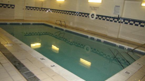 Fairfield Inn & Suites Burlington : nice indoor pool