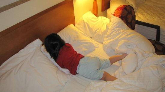 Fairfield Inn & Suites Burlington: falling onto the floor few times