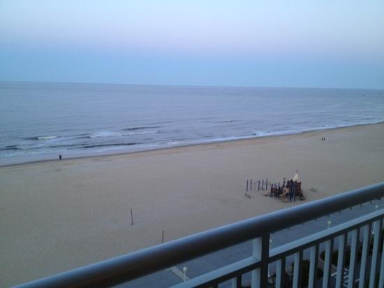 Hampton Inn Virginia Beach-Oceanfront South: view from room 801. notice the awesome playground!